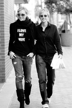 I absolutely love love Ellen!! She's such an amazing person!! I would totally fall in love with her if I met her I'm sure!