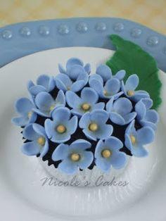 cupcak delight, blue hydrangea, cupcakes, cupcak war, cupcak idea, cake idea, bloom hydrangea, blues, hydrangea cupcak