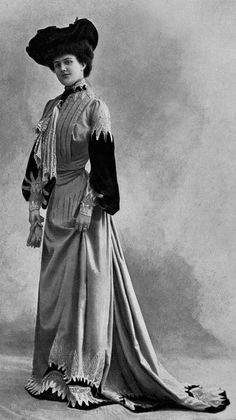 Day dress by Paquin, 1902.