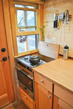 Tiny House kitchen idea. Cover the stove when you don't need it for extra counter space. Great idea.