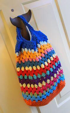 sooo cute ... a great reusable tote and a good way to use up scrap yarn