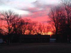 Beautiful sunrise in Macon, MO! #TODAYSunrise pic.twitter.com/oNRQSPT9eI