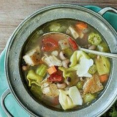 This chicken soup is SO GOOD! Easy to make, delicious, and slimming! REPIN. . .