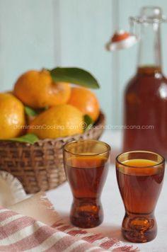 Homemade; Licor de mandarina (Mandarin liqueur)