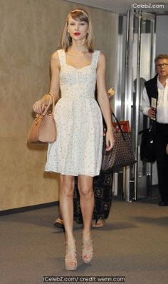 Taylor Swift  arrives at Narita International Airport http://icelebz.com/events/taylor_swift_arrives_at_narita_international_airport/photo1.html