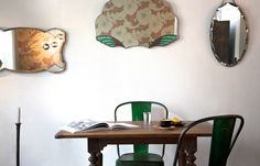 Selection of vintage mirrors (Camden passage - London), flea market table (marche Popincourt) and Tolix chairs (Atelier 154).