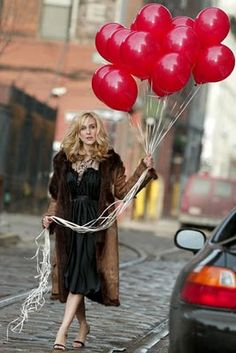 car accessories, helium balloons, carri bradshaw, outfit, style icons