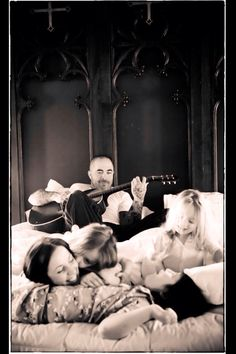 Aaron Lewis sharing some QT w/ his beautiful family.