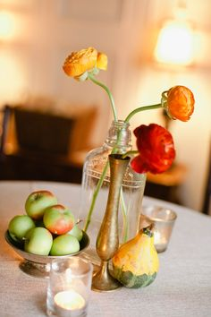 Love this centerpiece incorporated fruits & veggies in with the flowers!