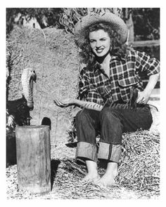 Early Norma Jeane modeling shot, with a turkey
