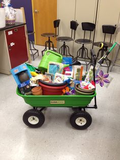 raffl basket, gardening raffle baskets, basket idea, school raffle baskets, school auction baskets, garden theme, basket raffle themes
