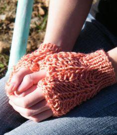 CrochetKim Free Crochet Pattern | Lucia Fingerless Mitts