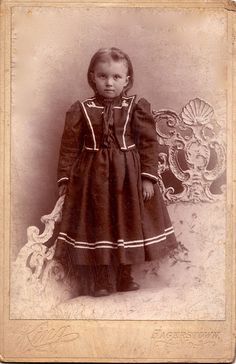 Such a darling, beautifully attired late Victorian era little girl. #child #girl #portrait #Victorian #1800s
