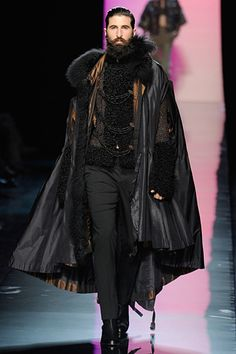 Cape w/ lots of layers and details reminding of the Middle Ages. JEAN PAUL GAULTIER FALL 2011 COUTURE MEN COLLECTION Follow us! - http://starshipseraphm.blogspot.com/p/home.html