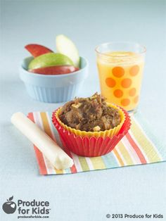 Apple Pumpkin Muffins - These muffins are a little taste of fall thanks to apples, pumpkin and pumpkin pie spice. Freeze extra muffins (if they aren't all gobbled up!) and defrost at room temperature. #nutfree #vegetarian #soyfree #healthy #recipe #ProduceforKids