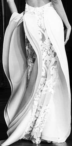 Sculptural Fashion - dress with layered fabric panels for a swaying 3D structure; creative fashion design // Oscar Carvallo