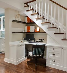 Clever office idea: built-in shelves and desk under a staircase
