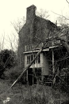 I love taking pictures of old, abandoned houses and other buildings.