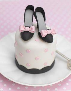 Mini shoe diva cake