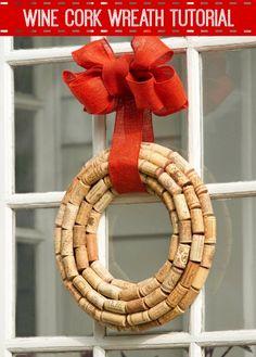 Wine Cork Wreath Tutorial #Crafts #DIY #Christmas