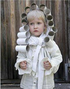 carnaval kostuum oude componist met pruik gemaakt van toiletpapierrolletjes