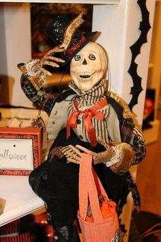 SeasonsbyPeg-Halloween-SpookySkeleton-Bethany Lowe
