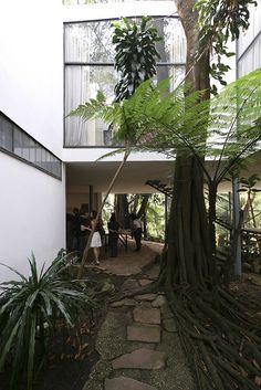 Casa de Vidro - Lina Bo Bardi by Luiz Seo
