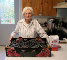 How to make grape juice canned or frozen.  Love the pictures.  Follow the links.