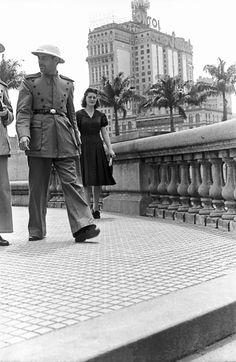 Viaduto do Chá e Edifício Martinelli, São Paulo – década de 40. (Hildegard Rosenthal/Instituto Moreira Salles)