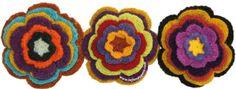 Flores tejidas por artesanos de Ayacucho, Perú con lana de oveja teñida con tintes naturales!