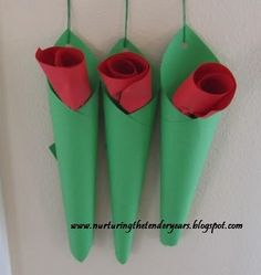 Hanging paper roses in a vase for #Mother'sDay!  #educational #resources for #kids