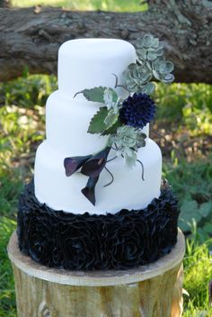Succulents, Dahlia and Cala Lilies perfect for an outdoor wedding or a bride that wants something outside of the cake box! cake boxes, bride, glam cake, dahlia, cake glam