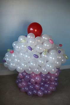 Balloon cupcake ~ how cute is this for a B'day party!
