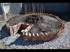 Keyhole Garden - How to build a Keyhole Garden / Raised Bed Vegetable Patch - YouTube