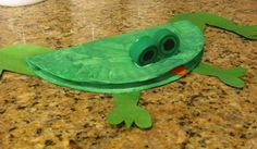 frog made from paper plate and eyes made from bottle lids!