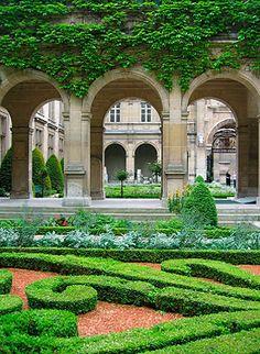 paris: the fantastic gardens in le marais #MyTripAdvice