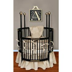 round baby crib... interesting! Would have loved to have a round crib but it's not very practical once the baby grows...