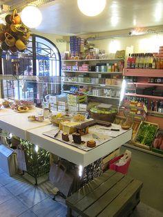 Rose Bakery - 46 Rue des Martyrs 75009 Paris 01 42 82 12 80  ou   30 Rue Debelleyme 75003 Paris