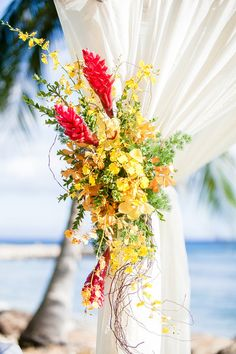 We're loving the colorful ceremony decor at this travel-themed beach wedding in Hawaii! {Photo: Genesa Richards Photography, Venue: Olowalu Plantation House}