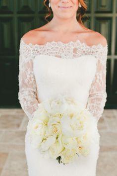 Gorge Romona Keveza dress #weddingbouquet #bouquet