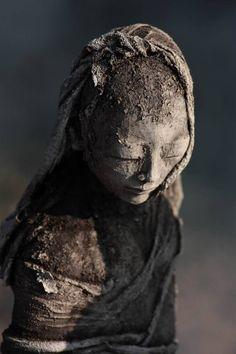 sculptures terre enfumée by Evelyne Galinski