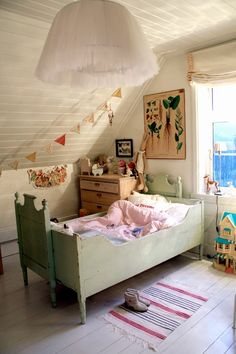 kids room. OMG that light!