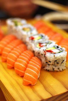 salmon sushi :) so good..
