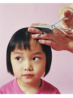 Baby's first haircut. 6 Easy Steps to make it fun and comfortable.