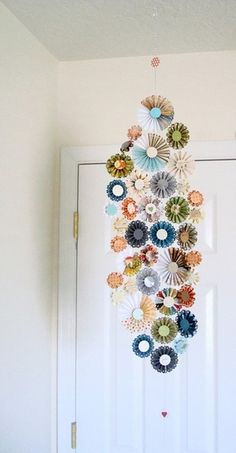 Use rosette shapes to create this great mobile. paper-crafts *garland for christmas tree