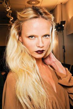 dark lips fashion weeks, natasha poly, blond, fall looks, red lips, dark lips, lipstick, hairstyl, winter fashion