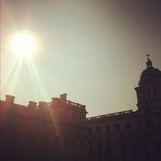 Bright sunshine over #London this morning 17°C I 63°F #BurberryWeather
