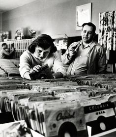 Record shopping in 1953, photo by Nina Leen
