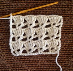 Lots of Crochet Stitches by M. J. Joachim: V-Stitch with Triple Crochet Shells