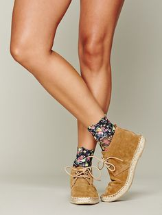 Lace Rosette Anklet http://www.freepeople.co.uk/whats-new/lace-roset-anklet/